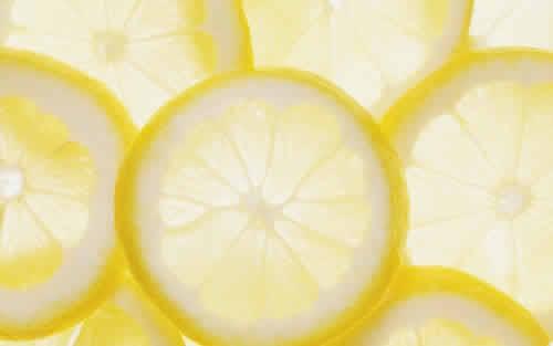 レモンのクエン酸が辛さを和らげる