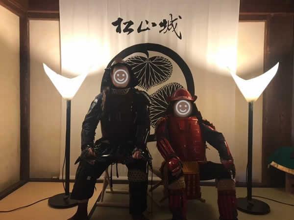 松山城天守閣展示コーナーの甲冑試着