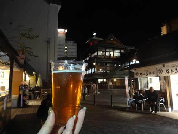 道後麦酒館のビールと夜の道後温泉本館